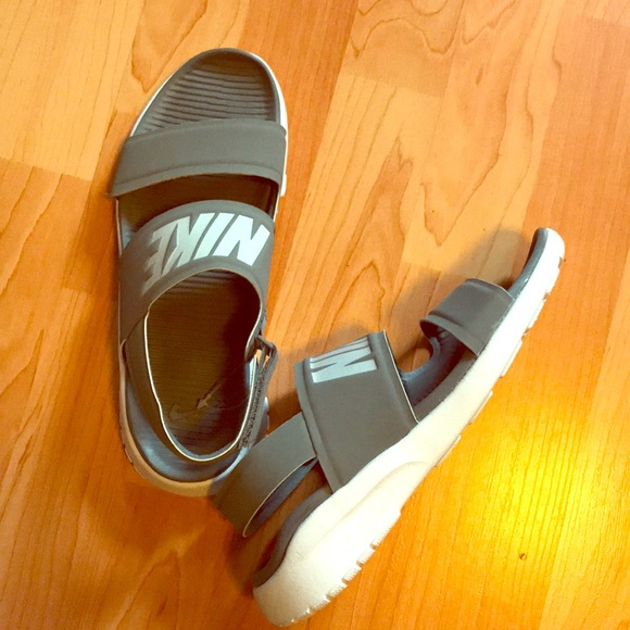 Women s NIKE Sandals Size 7. M 5c32471fdf030728d31f4d09 d8c4c062d